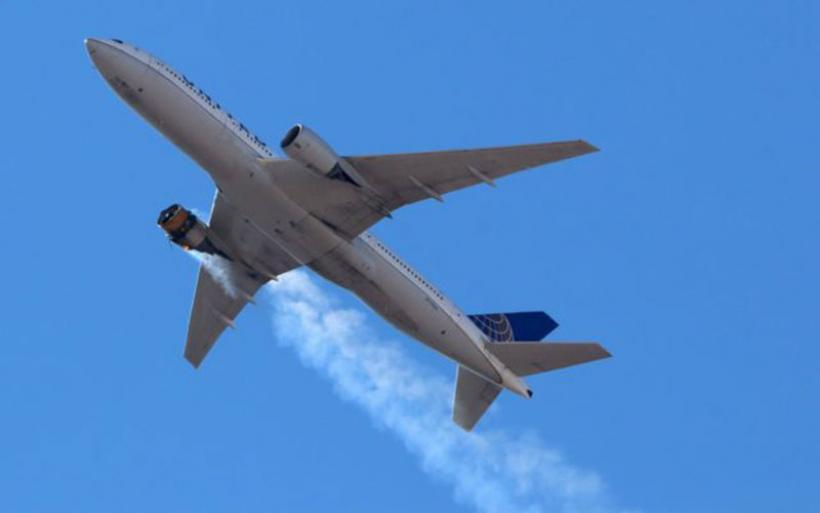 ΗΠΑ: Αεροσκάφος έπιασε φωτιά και άρχισε να διαλύεται στον αέρα