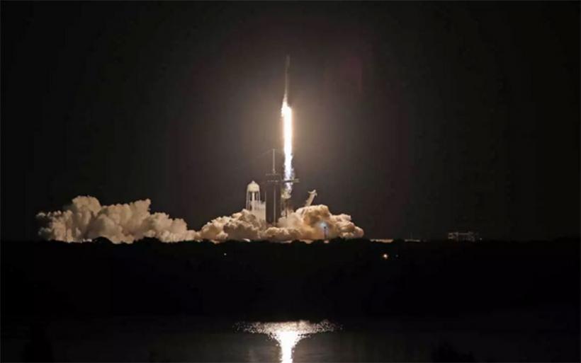 Εκτοξεύτηκε ο πύραυλος Falcon 9 με ερασιτέχνες αστροναύτες – Στο διάστημα η «Έμπνευση» του Έλον Μασκ