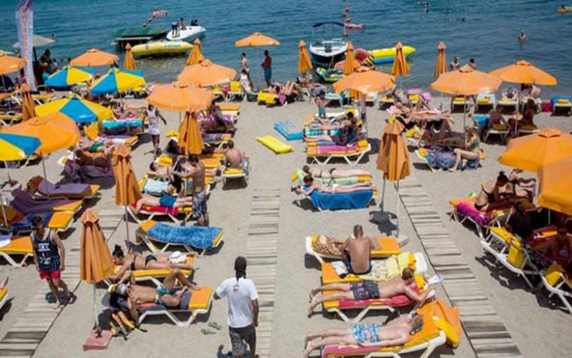 Spiegel: Ο τουρισμός ανθεί, οι εργαζόμενοι υποφέρουν