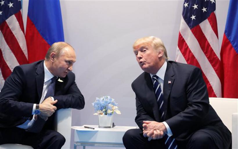 Το Russiagate στριμώχνει τον Τραμπ