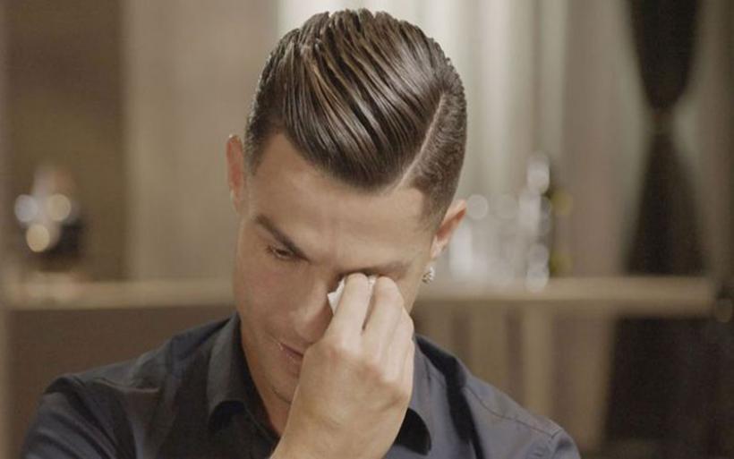 Ξέσπασε σε κλάματα ο Cristiano Ronaldo μιλώντας για την απώλεια του πατέρα του