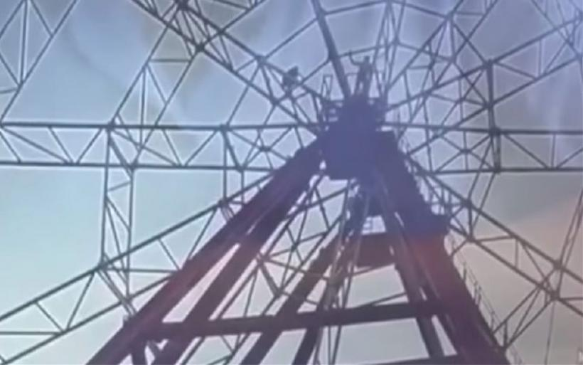 Η επιτομή της ανοησίας: Στήθηκε για selfie σε ρόδα λούνα παρκ και έπεσε στο κενό από ύψος 50 μέτρων