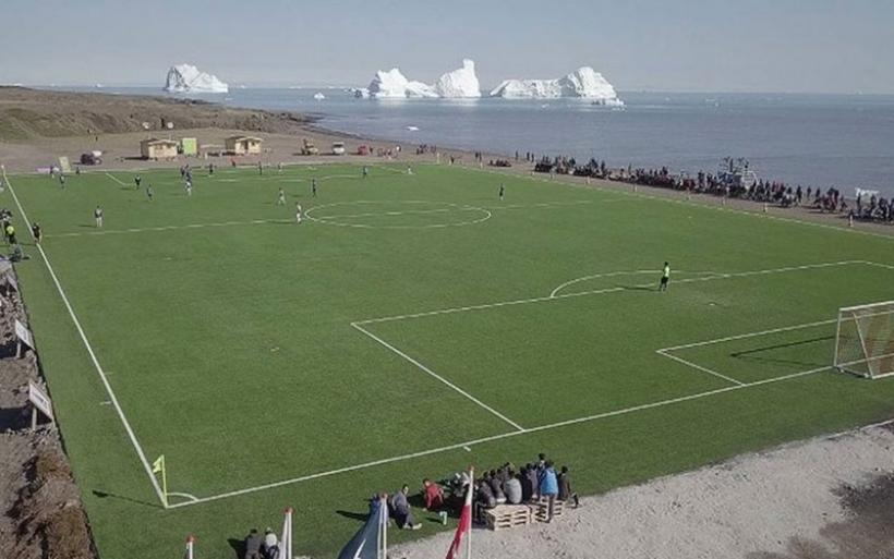 Γροιλανδία: Ποδόσφαιρο με θέα τις φάλαινες και τα παγόβουνα