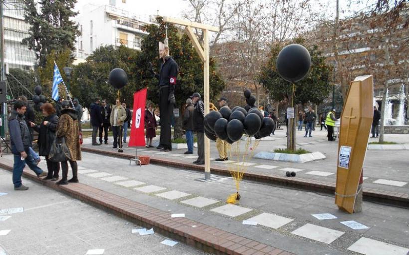 Βόλος: Αυγά και λουκέτα στα γραφεία του ΣΥΡΙΖΑ από επαγγελματίες και πολίτες