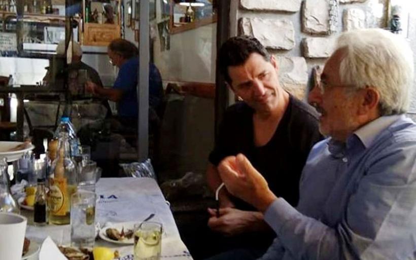 Για τσίπουρα στα Παλιά ο Σάκης με τον Συντονιστή της Αποκεντρωμένης