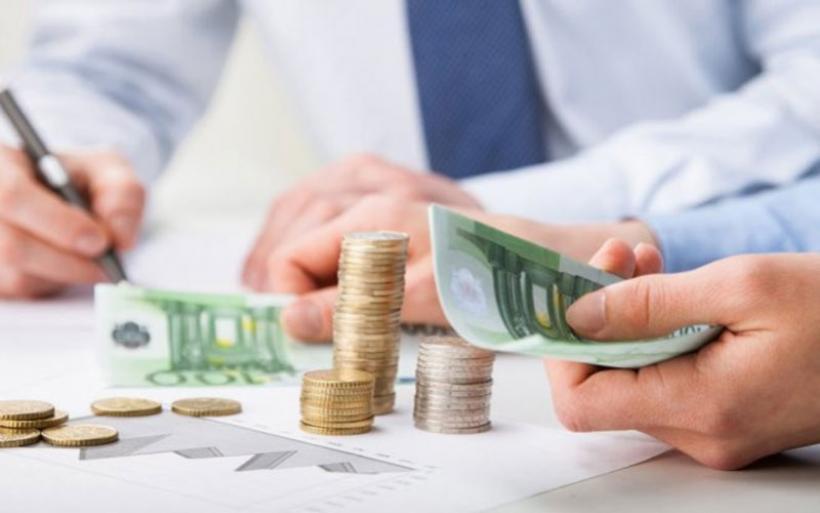 Ανατροπές στους φόρους: Δείτε τι θα πληρώσετε το 2020