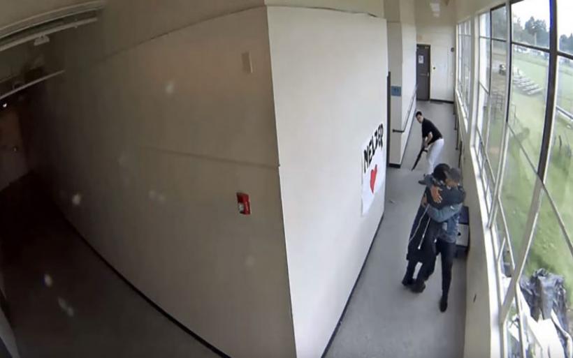 ΗΠΑ: Προπονητής έσωσε μαθητή που ετοιμαζόταν να αυτοκτονήσει -Πώς τον ηρέμησε [βίντεο]