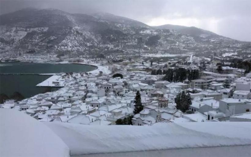 Χιονόπτωση στις Σποράδες – Στο μισό μέτρο το χιόνι στη Γλώσσα, επανήλθε το ρεύμα στη Σκόπελο