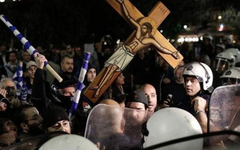 Θεσσαλονίκη: Ιερείς και πολίτες επιχείρησαν να εμπόδισουν την παράσταση «'Ωρα του Διαβόλου»