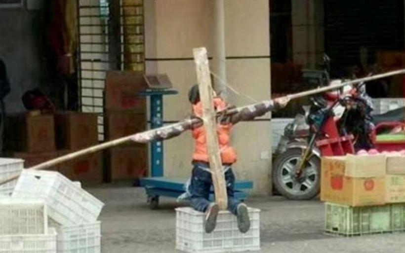 Κίνα: Πατέρας «σταύρωσε» τον γιο του γιατί... δεν είχε διαβάσει!