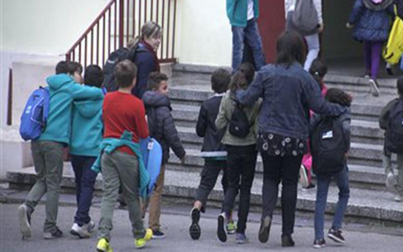 Εισβολή χρυσαυγιτών σε σχολείο στο Πέραμα