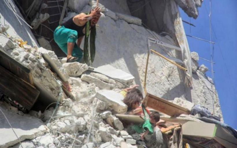 Η φρίκη του πολέμου: Παγκόσμιο σοκ με την 5χρονη που θυσιάστηκε για την αδελφή της