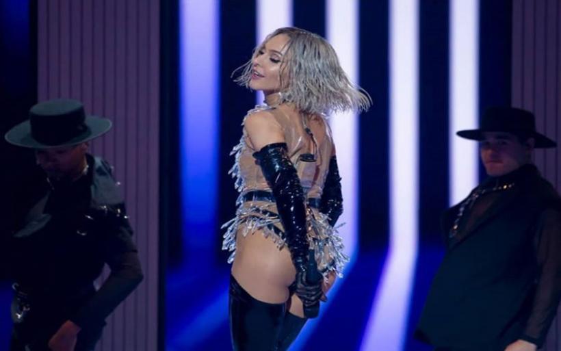 Eurovision 2019: Η Τάμτα βγάζει την περούκα της on stage και αποθεώνεται!