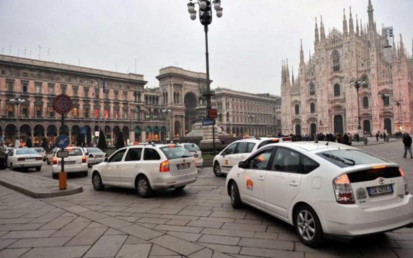 Μιλάνο: Πρόστιμα στους οδηγούς ταξί που φοράνε... βερμούδες