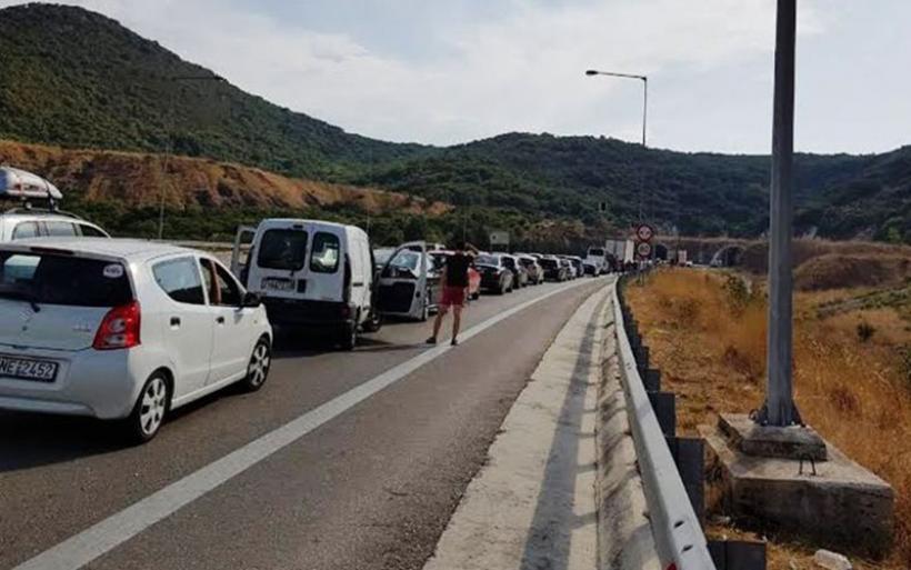 Ουρές αυτοκινήτων στην Εγνατία οδό λόγω ενός ...σκύλου