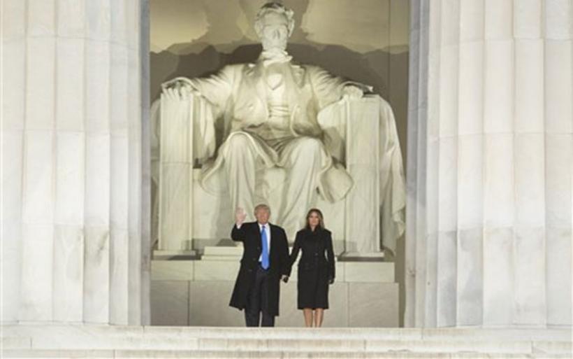 «Στέψη του Τραμπ» με διαδηλώσεις, μήνυμα ενότητας και πρωτόκολλο συμβολισμών