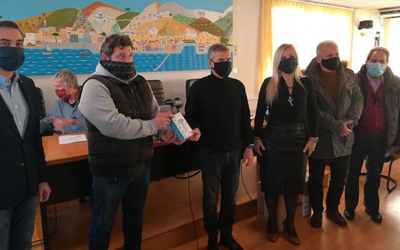Ψηφιακά θερμόμετρα στην EΠΣΘ παρέδωσε ο Περιφερειάρχης Θεσσαλίας