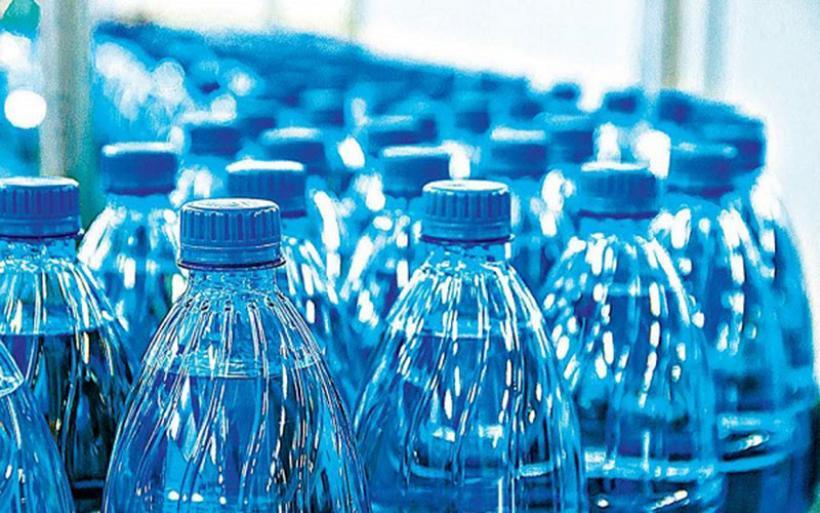 Οι εταιρείες εμφιαλωμένου νερού εγκαταλείπουν το πλαστικό μπουκάλι