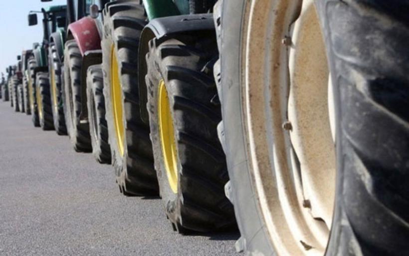 Ανυποχώρητοι οι αγρότες. Κλειστή η Αθηνών-Θεσσαλονίκης στο μπλόκο της Νίκαιας