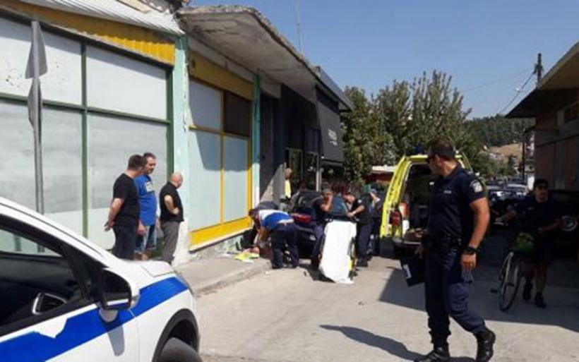 Τρίκαλα: Οδηγός έπαθε ανακοπή και έπεσε με το αυτοκίνητό του σε κατάστημα