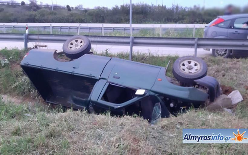 Τροχαίο με απεγκλωβισμό οδηγού κοντά στον Πλάτανο Αλμυρού (φωτο)
