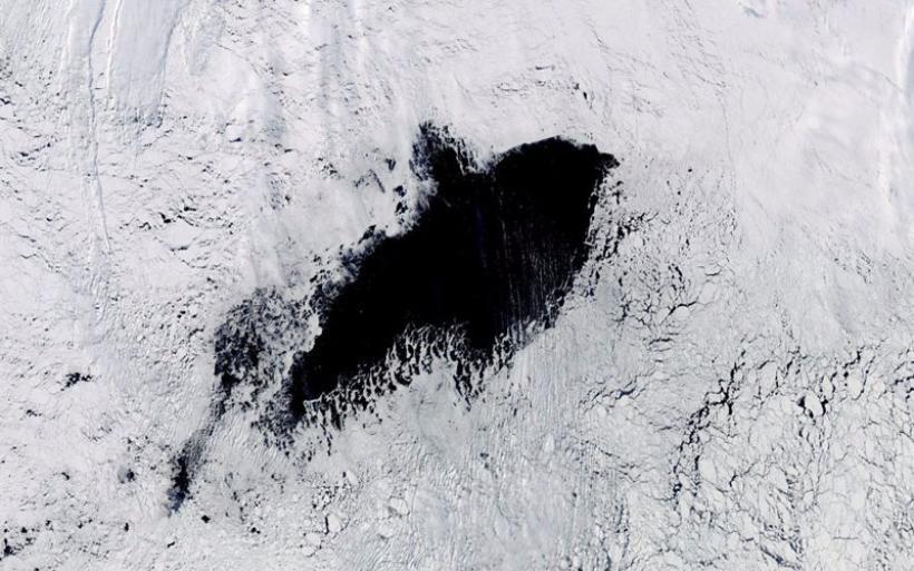 Μυστηριώδης, κολοσσιαία τρύπα εμφανίστηκε στους θαλάσσιους παγετώνες της Ανταρκτικής