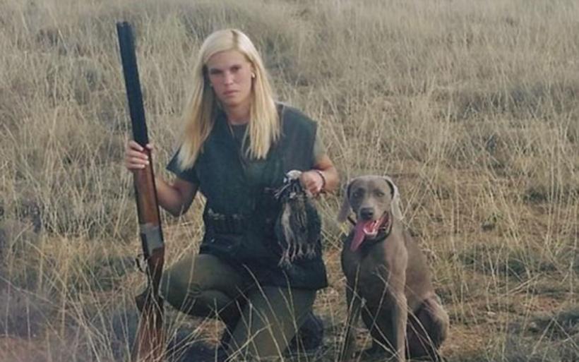 Γυναίκα κυνηγός αυτοκτόνησε επειδή δεχόταν απειλές για τη ζωή της από ακτιβιστές για τα δικαιώματα των ζώων