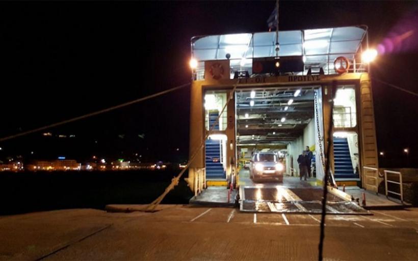 Σώθηκαν από θαύμα επιβάτες τζιπ που έπεσε στο λιμάνι του Βόλου