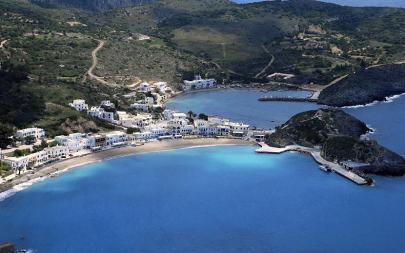 Διθύραμβοι της Guardian για ελληνικό νησί. «Εκεί πηγαίνουν οι Αθηναίοι που… ξέρουν»