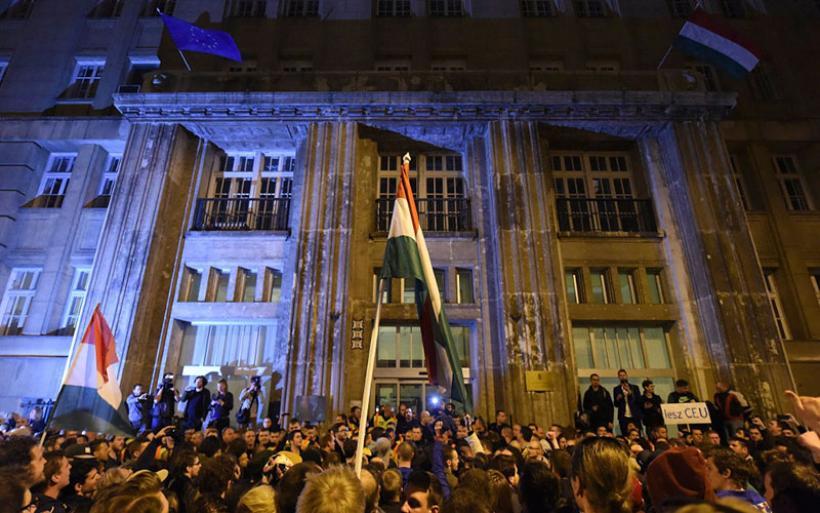 Ελεγχόμενα τα Μέσα Ενημέρωσης στην Ουγγαρία -Συνεχείς διαδηλώσεις κατά της κυβέρνησης