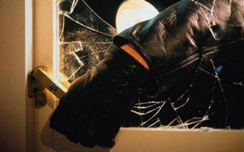 Διαρρήκτης μαχαίρωσε ένοικο πολυκατοικίας - Σε σοβαρή κατάσταση το θύμα