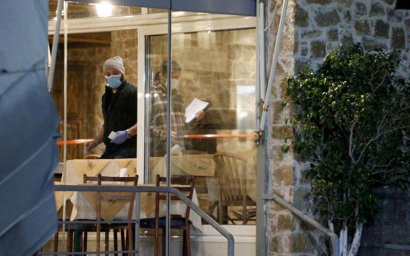 Θρίλερ στη Βάρη: «Βεντέτα» η διπλή εκτέλεση στην ταβέρνα