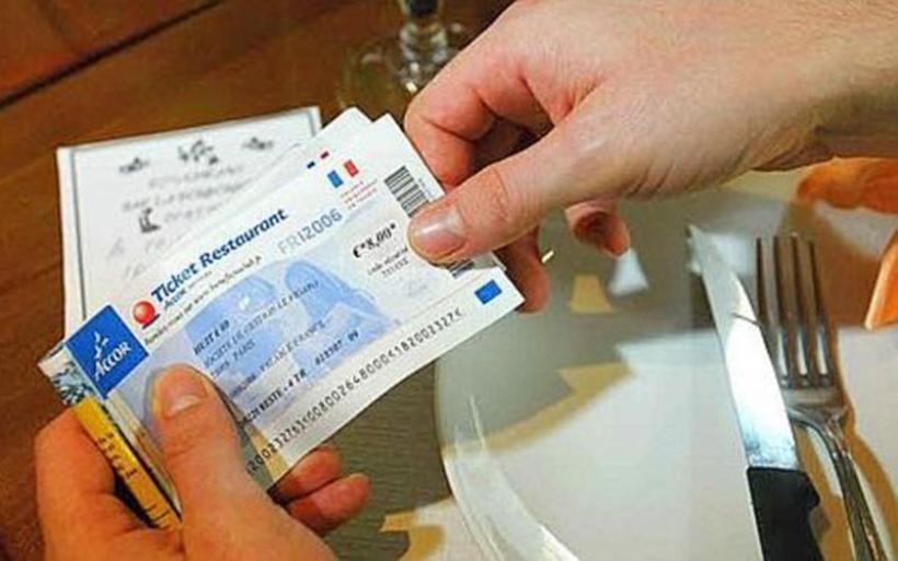 Εφευρετικοί εργοδότες... πληρώνουν με κουπόνια και προπληρωμένες κάρτες αντί με μισθούς