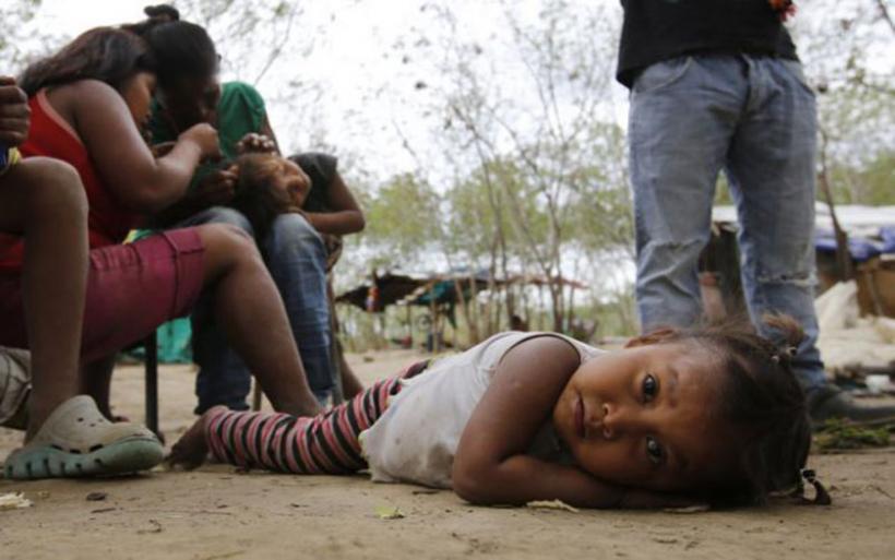 Βενεζουέλα: Μάνες δίνουν τα παιδιά τους για υιοθεσία, ή τα διώχνουν από το σπίτι γιατί δεν μπορούν να τα συντηρήσουν