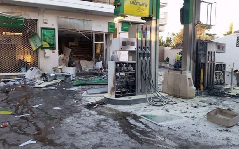 Έκρηξη σε πρατήριο καυσίμων στην Ανάβυσσο- Υποψίες για τοποθέτηση βόμβας