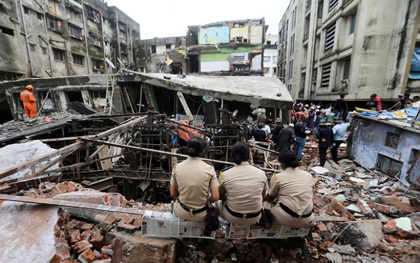 Βομβάη: 35 νεκροί από την κατάρρευση πολυκατοικίας – Ανάμεσά τους 8 παιδιά
