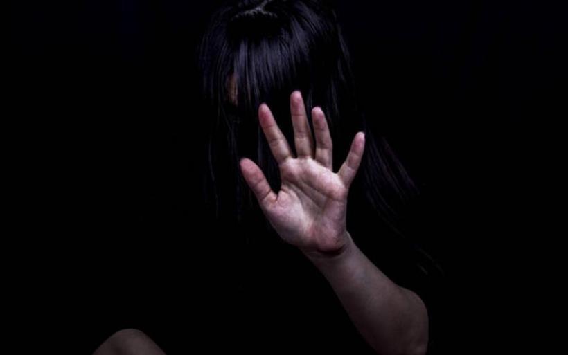 Είχε βασανιστεί, τα πόδια της ήταν σπασμένα. Τα νύχια της είχαν γίνει μαύρα