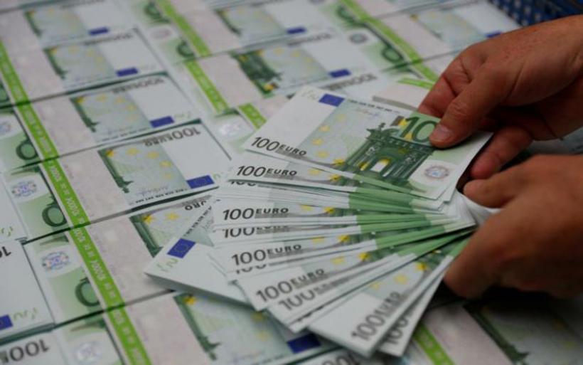 Έρχονται τα νέα άφθαρτα χαρτονομίσματα των 100 και 200 ευρώ