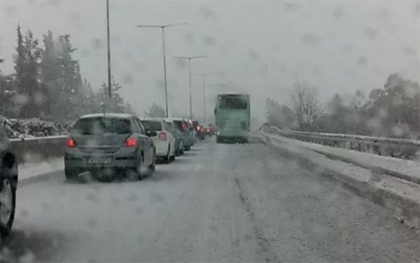 Αποκλείστηκαν λεωφορεία από Λάρισα, Τρίκαλα, Καρδίτσα και Βόλο στο Σχηματάρι