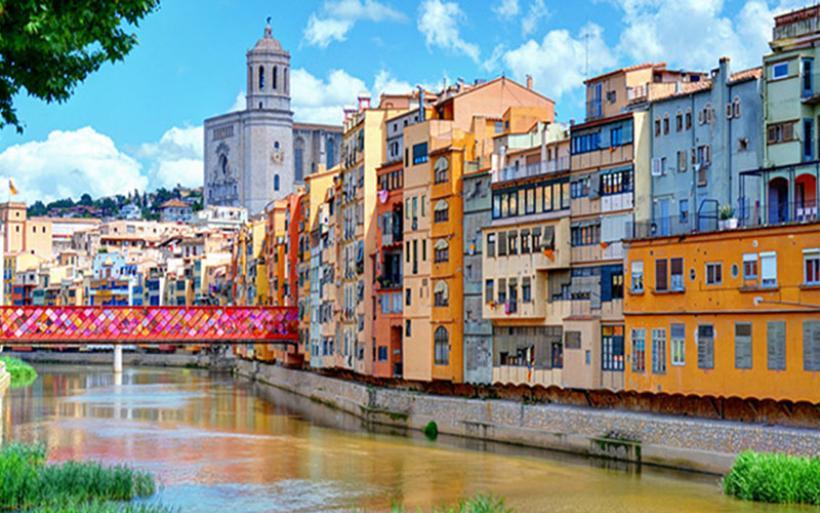 Guardian: Βουτιά 15% σημείωσε ο τουρισμός στην Καταλονία μετά το δημοψήφισμα