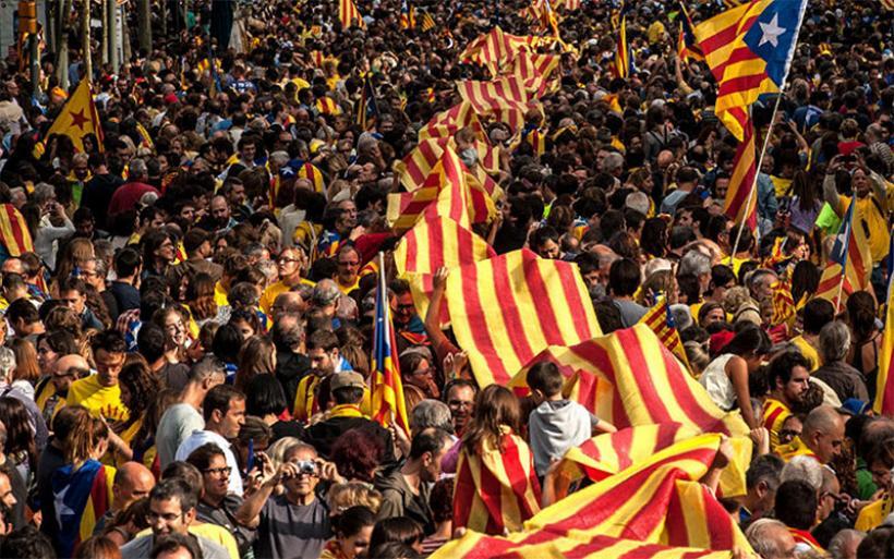 Έτοιμη για το δημοψήφισμα ανεξαρτησίας η Καταλωνία – «Πυρετός» στην Μαδρίτη