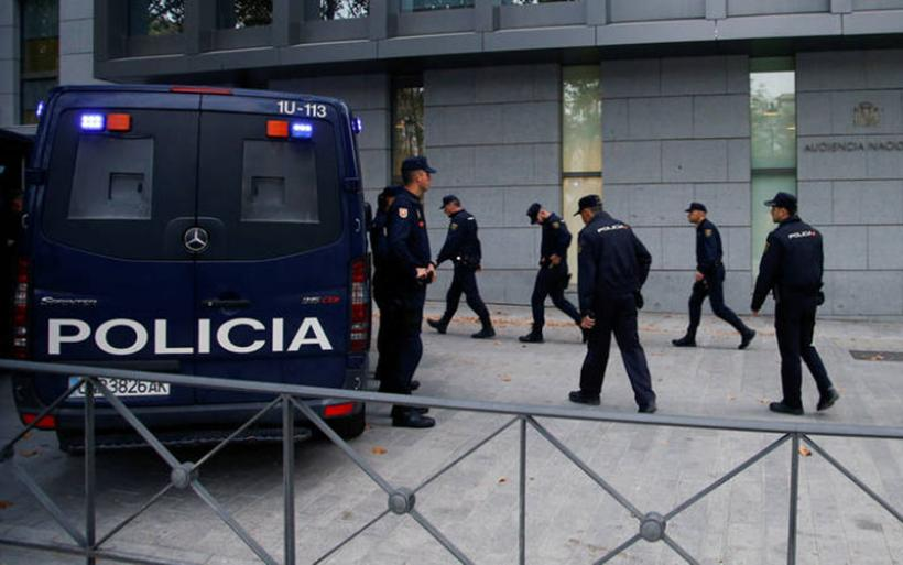 Ενώπιον των δικαστών οι αυτονομιστές ηγέτες της Καταλονίας - Παραμένει στο Βέλγιο ο Πουτζεμόν