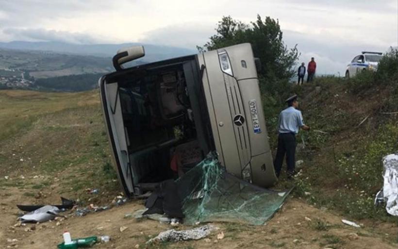 Ανετράπη λεωφορείο με μαθητές δημοτικού στις Σέρρες: Ελαφρά τραυματισμένα παιδιά και γονείς
