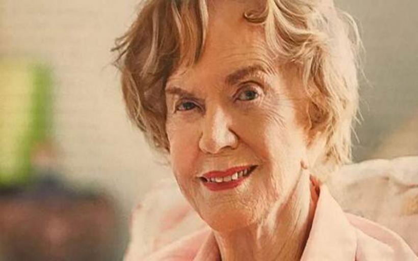 Η Μαργαρίτα Παπανδρέου στα 95 της φωτογραφίζεται για περιοδικό και μιλά για το χωρισμό με τον Ανδρέα