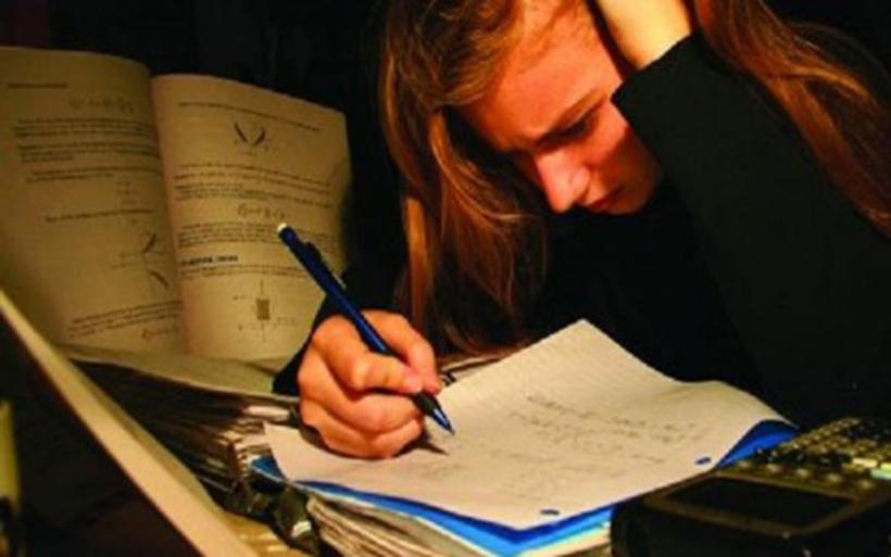Το άγχος των εξετάσεων και πώς η πίεση των γονιών μεταφέρεται στα παιδιά