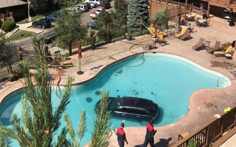Αυτοκίνητο έκανε βουτιά σε πισίνα σαλέ στο Κολοράντο