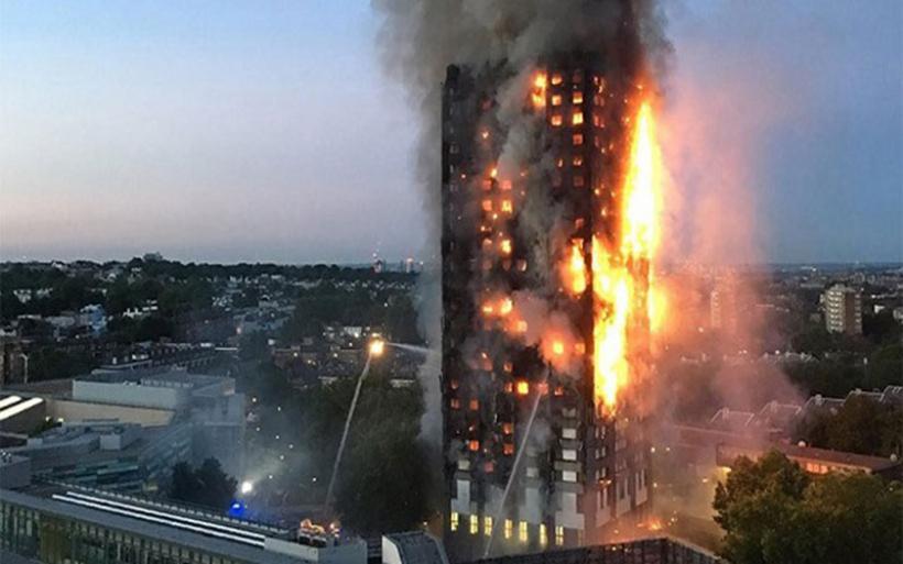 Παγίδα θανάτου: Γιατί ο πύργος στο Λονδίνο λαμπάδιασε σαν σπιρτόξυλο σε 15 λεπτά