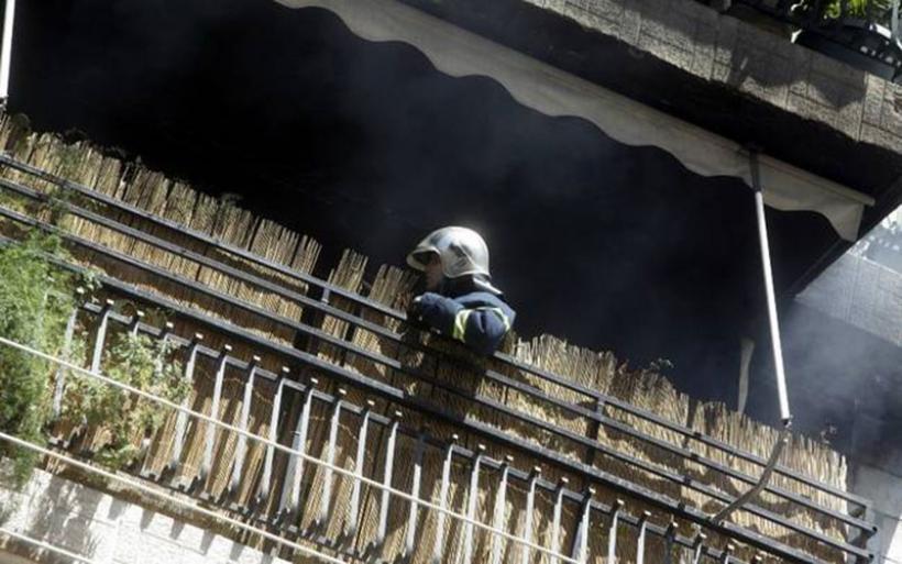 Σε κώμα πατέρας και κόρη μετά από φωτιά σε διαμέρισμα της Πετρούπολης