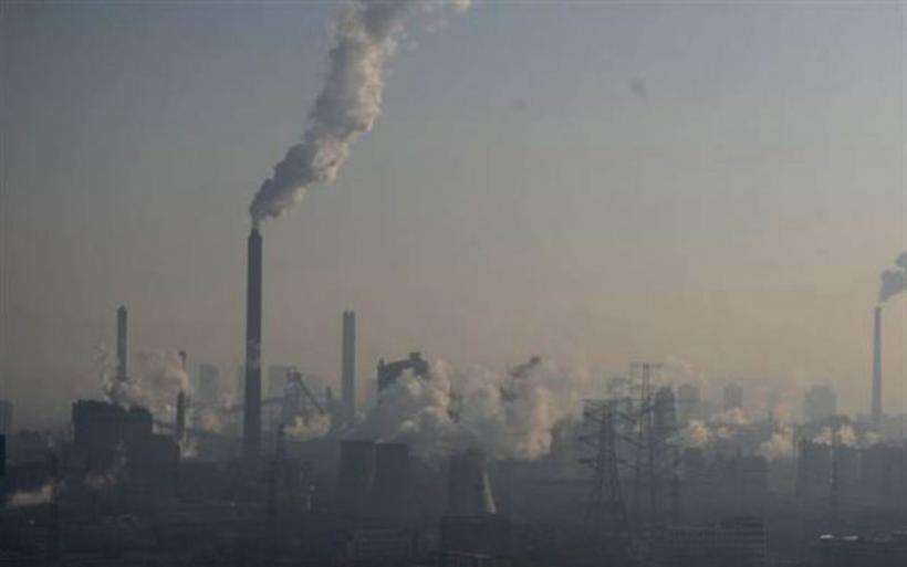 Σε «πορτοκαλί» συναγερμό το Πεκίνο για την ατμοσφαιρική ρύπανση