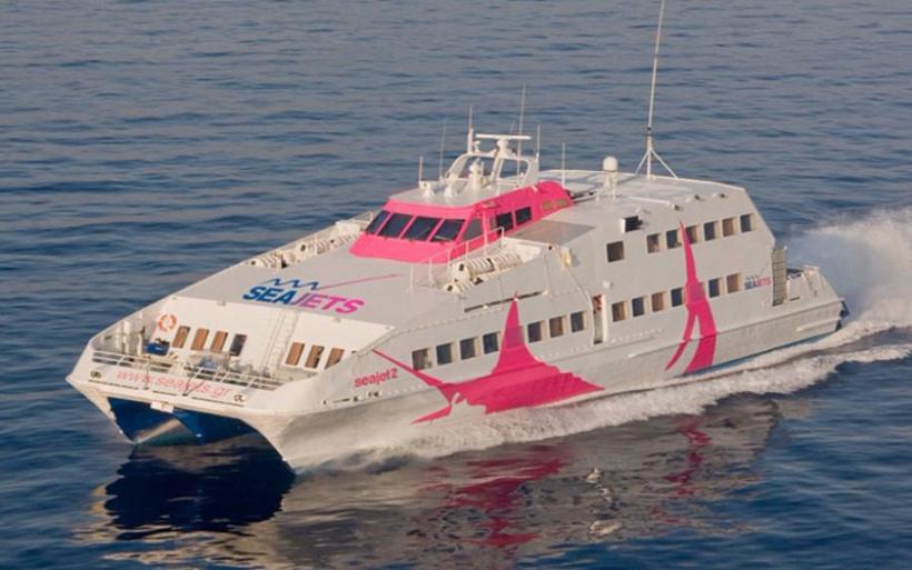 Sea jet 2: Προσέκρουσε στο λιμάνι της Σίφνου